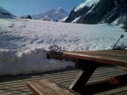 La chaleur de ces derniers jours active la fonte des neiges, mais cette année les deux massifs resteront ouverts jusqu'à la fin de saison